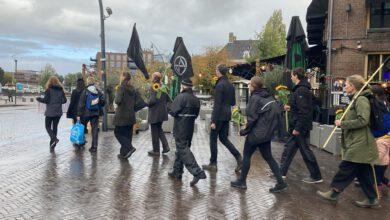Photo of Klimaatactivisten organiseren stille tocht om klimaatcrisis onder de aandacht te brengen