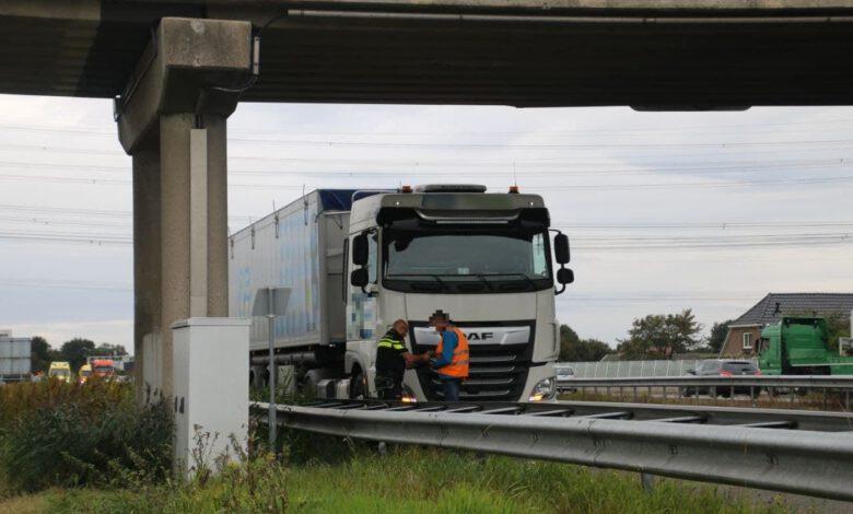 Photo of Aanrijding tussen vrachtwagen en personenauto zorgt voor vertraging op A28