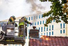 Photo of Rook uit de pijp door behoorlijke schoorsteenbrand